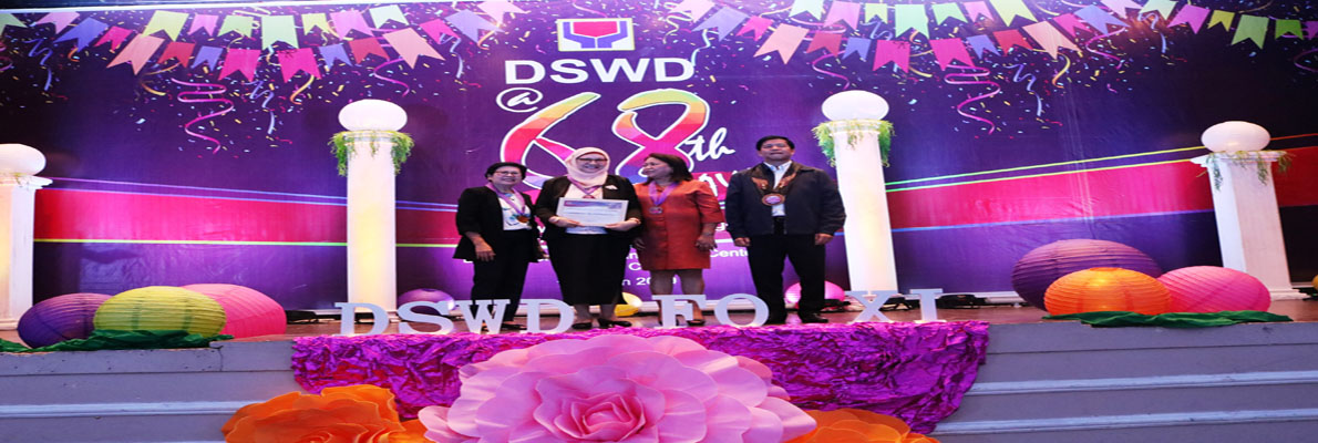 Regional Director Bai Agnes D, Sampulna together with the Officials of DSWD XI